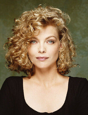 Michelle Pfeiffer UNSIGNED photo - H4893 - SEXY!!!!!!