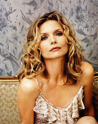 Michelle Pfeiffer UNSIGNED photo - H4894 - SEXY!!!!!!