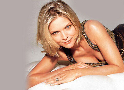 Michelle Pfeiffer UNSIGNED photo - H4899 - SEXY!!!!!!