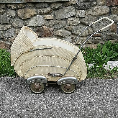 Antique Wicker Convertible Carriage/ Stroller