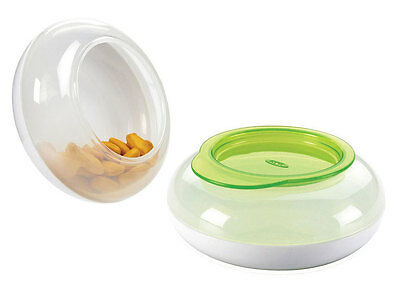Oxo tot Snack Disk GREEN with snap lid. Curved shape to help fingers. From Aus