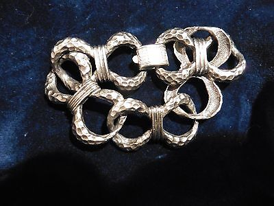 VINTAGE  1950s CORO SILVER-TONE OPEN BOW DESIGNED TEXTURED LINK BRACELET