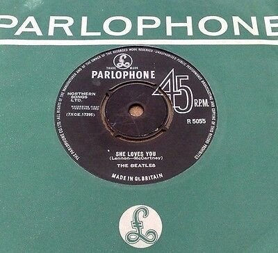 """Beatles  """" She Loves You """" Orig Uk 7"""" With Rarer Small Font Pt Tax Company Slv"""