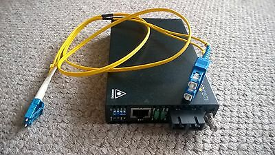 ET90110SM302 StarTech Ethernet to Single Mode SC Fiber Media Converter 30km