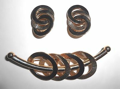 Vintage Gold Tone Intertwined Circles Brooch Earrings Set