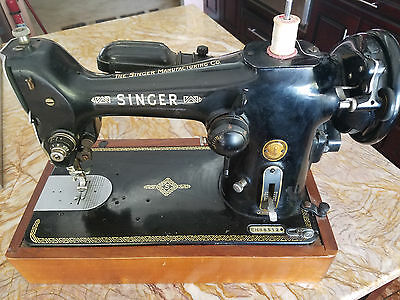 SINGER SEWING MACHINE 206 with Beautiful Wood Base (Made in Great Britain)