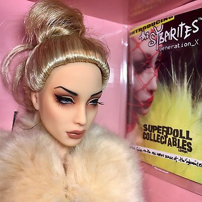 Superdoll London Sybarite Doll Venus Davincia