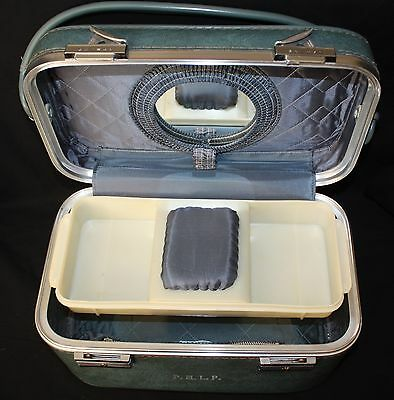 Vintage Skyway Blue Cosmetic Carry On Train Case Luggage Includes Interior Tray