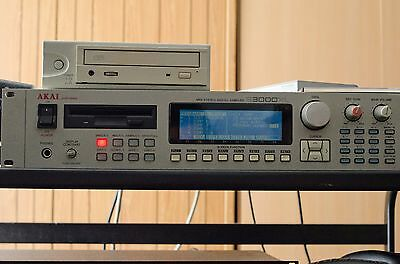 Sampler Akai S3000 XL