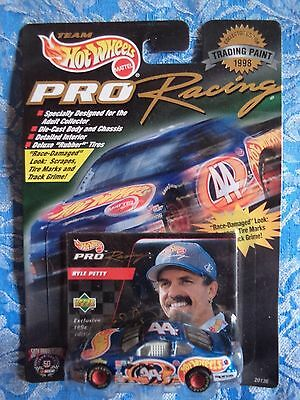 Hot Wheels Pro Racing Kyle Petty Hot Wheels car 44 Trading Paint NASCAR 1 64