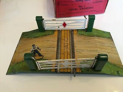 Hornby Trains 42320 Gauge O No1 Level Crossing With Figure Boxed