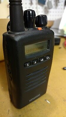Kenwood TK-3140 UHF Conventional & Trunking Portable Radio + rapid charger