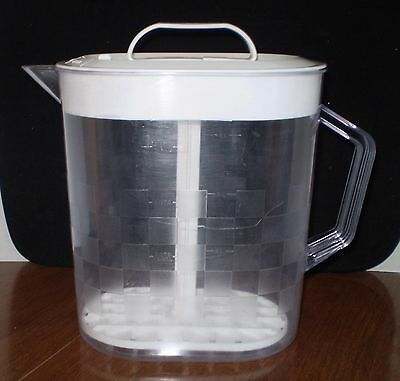 Pampered Chef.Pitcher/1 gal./4 qts./Checkered Design/Clear