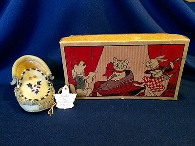 Vintage Child's Hywatha MOX Canadian Indian Moccasin Circus Zoo Pet Box Cat Dog