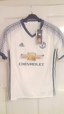 NEW Manchester United Away 2016-17 Football Shirt LB 11 - 12 years