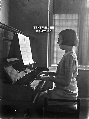 YOUNG LYNMOUTH GIRL MUSIC LESSON 1930/40s 1/6th PLATE GLASS NEGATIVE 111