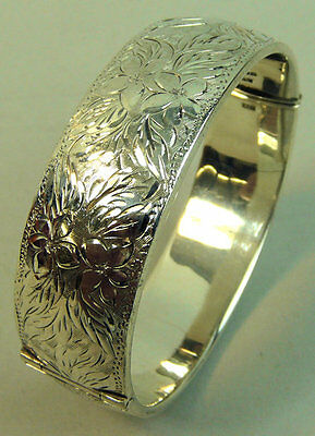 A Fine Vintage Foliate Engraved Hinged Silver Bangle Birmingham 1963 -46 Grams