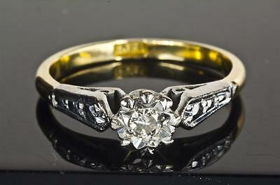 A VINTAGE SOLID 18ct GOLD DIAMOND SOLITAIRE ENGAGEMENT RING SIZE L (US 5.75)