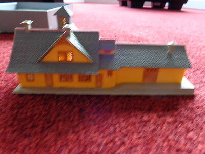 N Gauge Station Building Plastic With Extra Detailing