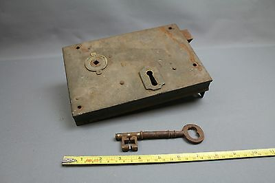 Large lock and key of unknown vintage. Working.