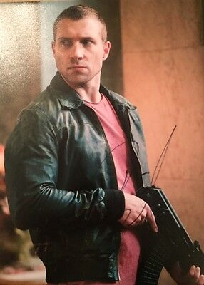 Jai Courtney ~ HAND SIGNED ~ 10x8 photo ~ Good Day to Die Hard ~ AUTOGRAPH