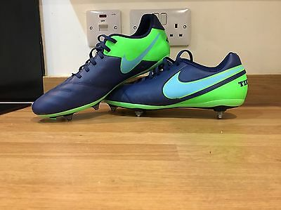 Nike SG Tiempo Football Boots, Size UK 9.5