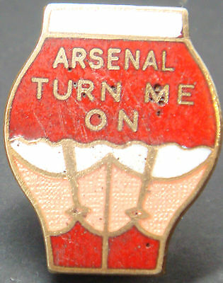 ARSENAL TURN ME ON Very rare vintage badge Maker P&G SPORTS Brooch pin 25mmx31mm