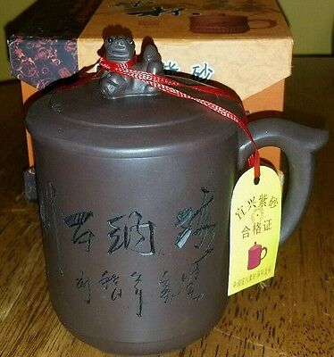 Chinese calligraphy purple clay  tea cup with foo dog  on lid