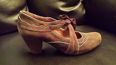 """Earthies """"Sarenza"""" (Size 10M) Mary Jane Pumps  Brown Suede Leather"""