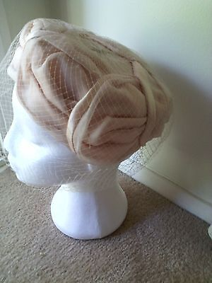 Genuine VINTAGE 1950s USA HAT.  Pleated. BIRDCAGE VEIL.Pink/ Nude. Perfect.