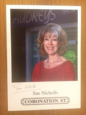 "Sue Nicholls Coronation Street Pre-Printed Signature Cast Card 6"" X 4""."