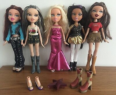 d) 5 Bratz Dolls Bundle - With Clothes, Brush & Extra Shoes