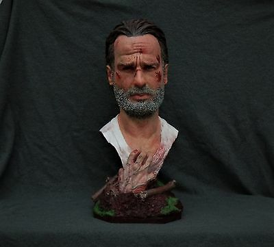 walking dead rick grimes andrew lincoln zombie buste statue figurine