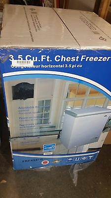 Igloo 3.5 Cubic Ft. White Horizontal Chest Freezer With Thermostat FRF4341-B