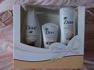 """Dove """" Purely Pampering"""" Mixed Body Lotions & Wash Bag Gift Set"""