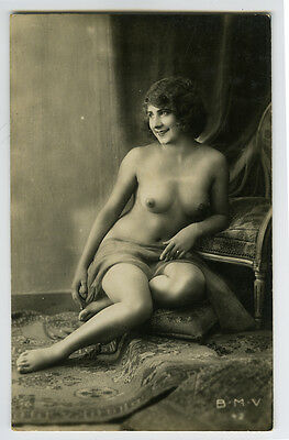 1920s French Deco Pretty NUDE SMILING LADY vintage risque photo postcard