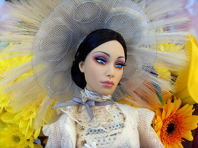 sybarite VENUS resine doll with the outfit LOVE