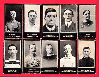 Smith'scigarette cards - Footballers - 10 different