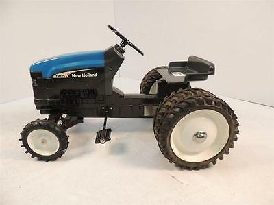 New Holland TM-175 Wide Front Diecast Pedal Tractor W/Duals by ERTL NIB!