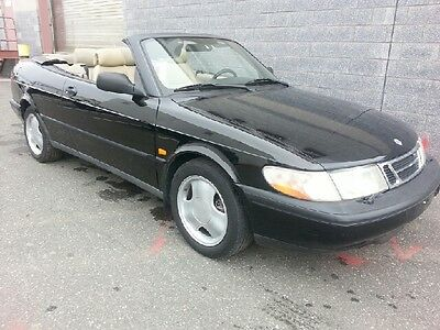 1996 Saab 900 SE Convertible 2-Door Clean and Sporty