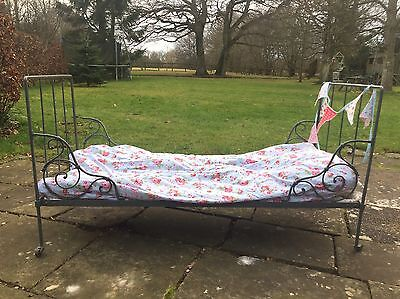 Beautiful French Antique Day Bed / Single Bed