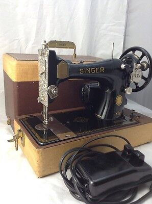 SINGER 128J Vintage Sewing Machine like featherweight WORKS VERY WELL ! 10/10