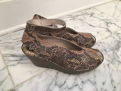 Gorgeous fly london Shoes/sandals Size 40 Or US 9