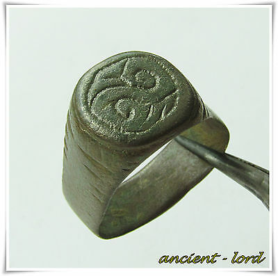 FOURTH CENTURY,beautiful engravings ancient bronze Roman ring !!!