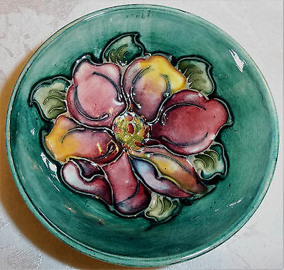"""Vintage Moorcroft 3.75"""" x 1.5"""" Clematis Green Footed Pottery Bowl"""