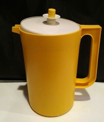 Tupperware 2qt. Pitcher #1676 yellow