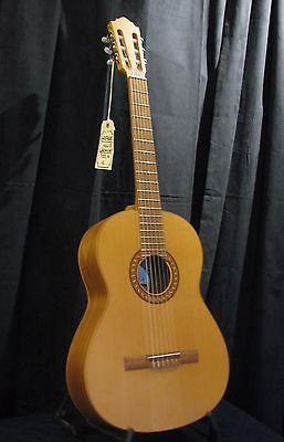 Hofner HGL5 Classical Guitar (Store Demo) Great Condition!