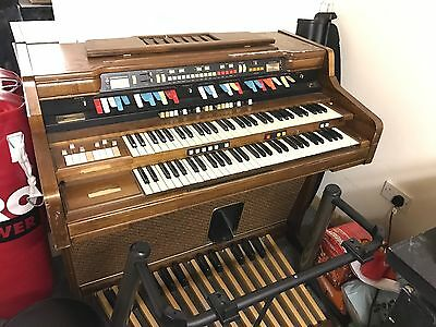 Hammond Organ With Built In Leslie Speaker