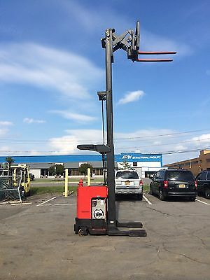 """Raymond Forklift Reach Truck 4000Lb 211"""" Lift With Battery & Charger"""