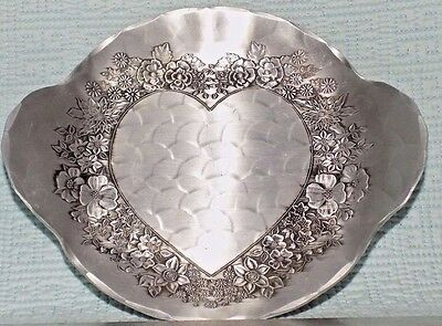 """7"""" Manmade Wendell August Dish With A Heart Surrounded With Flowers"""